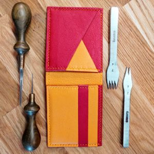 Porte feuille en cuir Bicolore sur mesure.